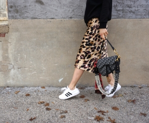 leopard_skirt_sneakers_1